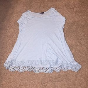 Tops - Flowy shirt with lace edging